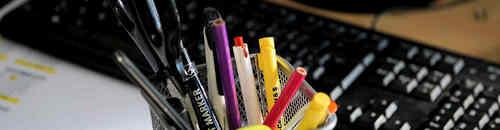 Instrumentos de escritura: lápices, bolígrafos, subrayadores , portaminas y marcadores,